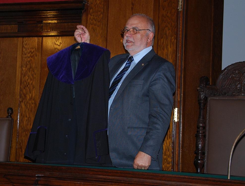 Das Amtskleid eines Hofrats des Obersten Gerichtshofes wird gezeigt.