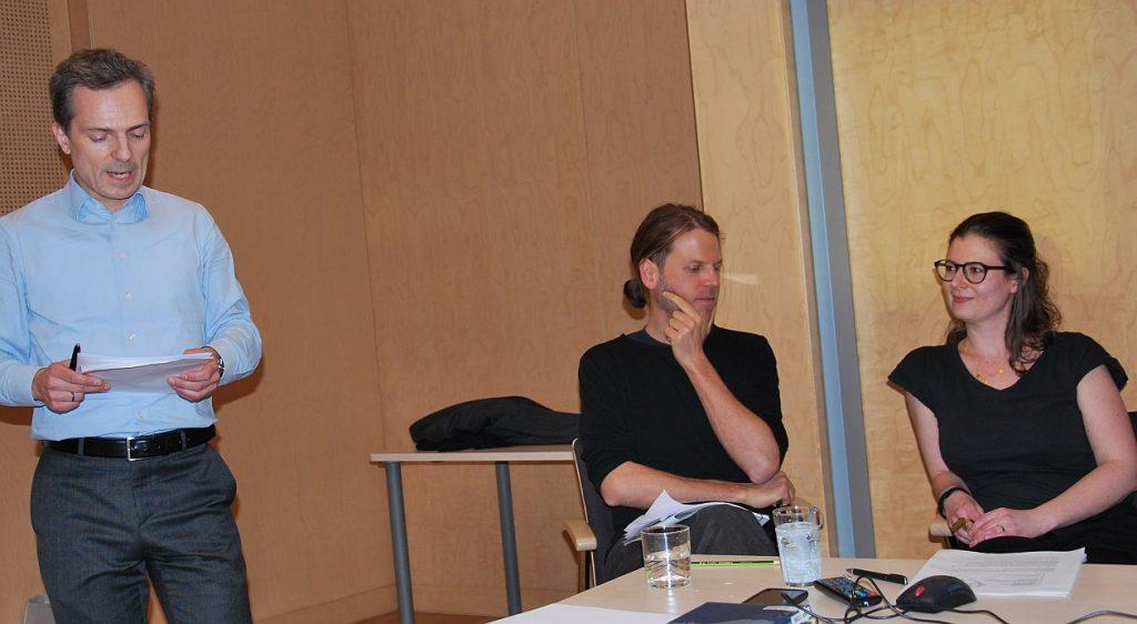 Der stellv. Generalsekretär Dr. Sonnlechner stellt die beiden Referierenden vor: Mag. Mag.(FH) Christina Spitzbart-Glasl und DI Mag. Friedrich Hauer