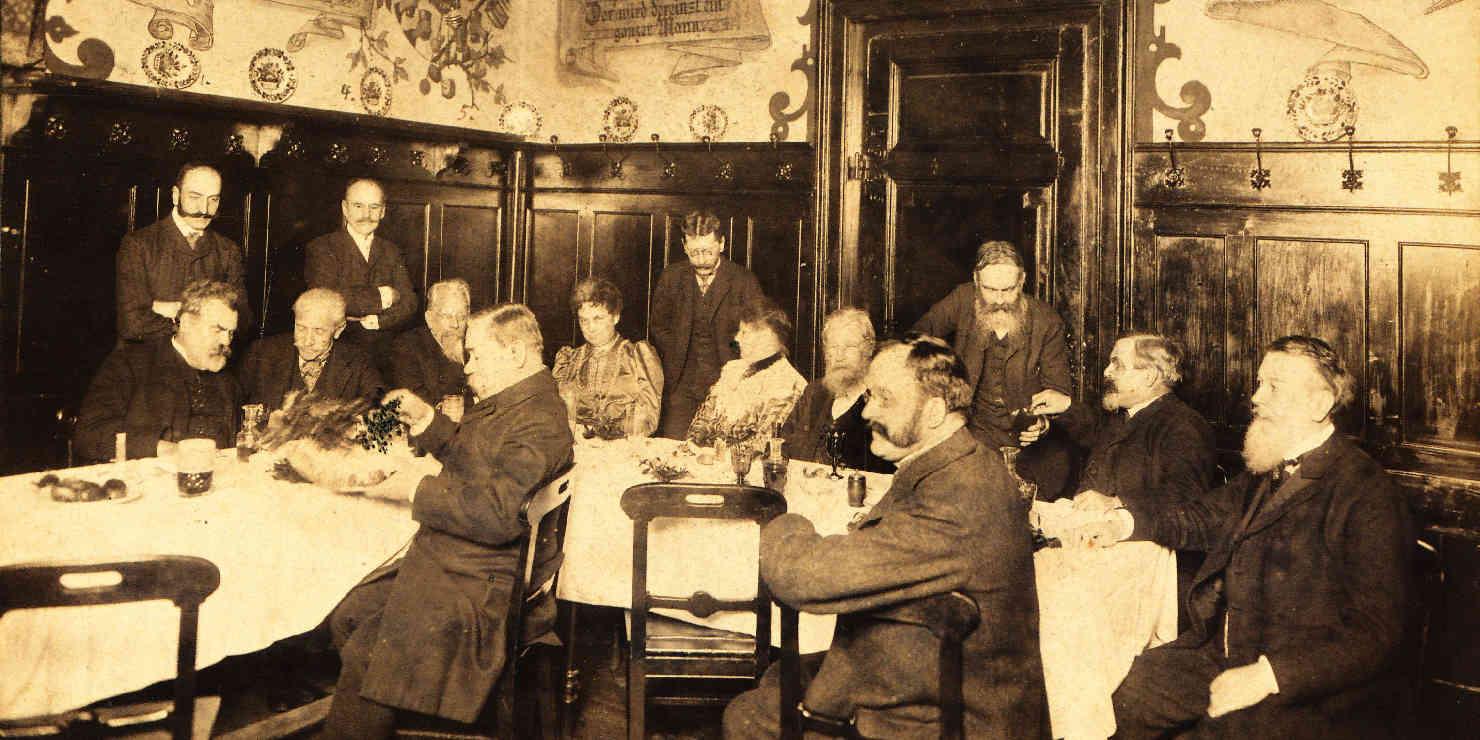Historisches Foto einer Vereinsversammlung in einem Wiener Gasthaus