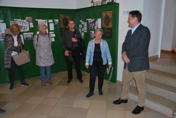 Maria Ettl begrüßt die Vereinsmitglieder im Bezirksmuseum Josefstadt (Foto: Alfred Paleczny)
