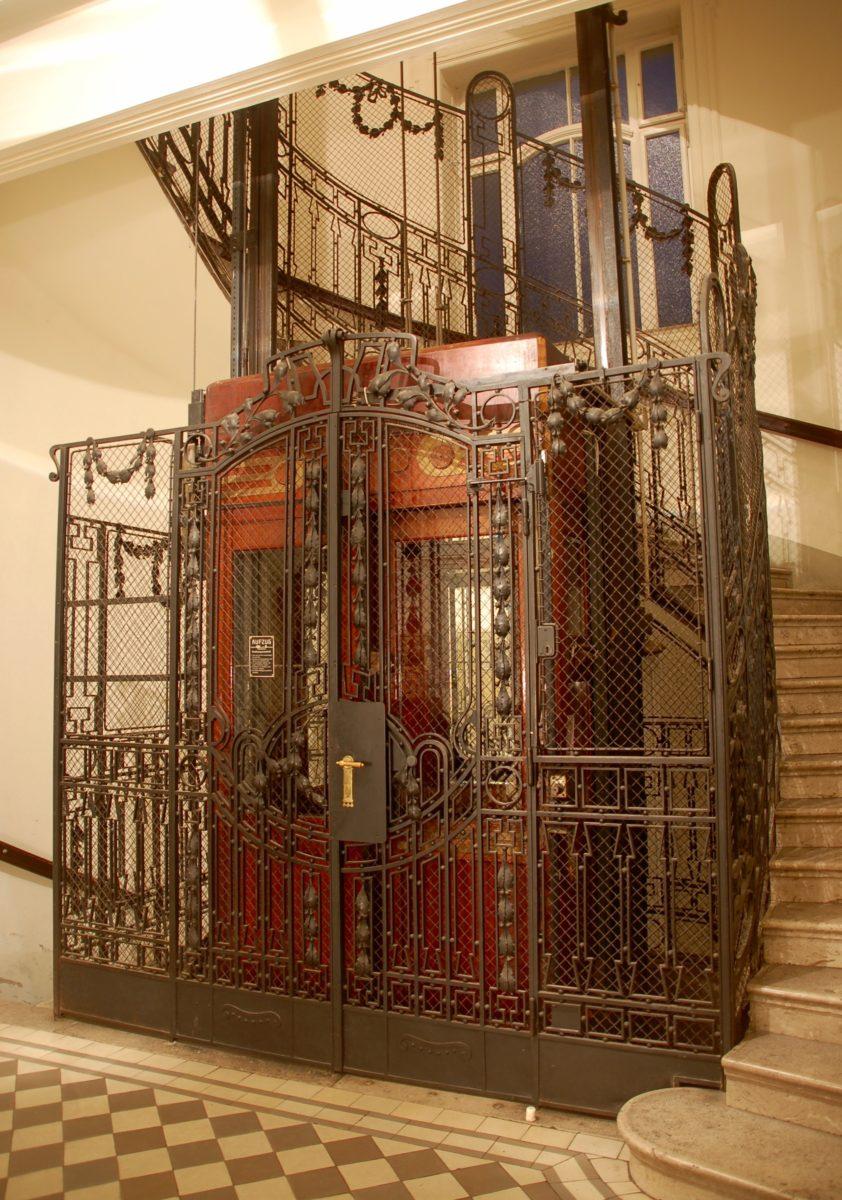 Aufzug in Wien-Landstraße, Baujahr 1906