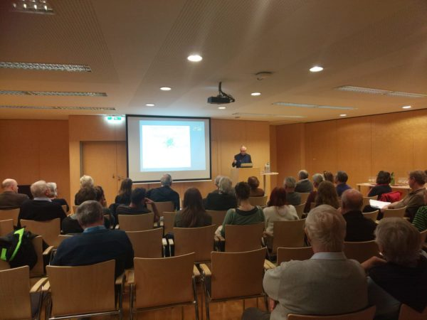 Univ.-Prof. Dr. Bertrand Perz bei seinem Vortrag. Foto: Christoph Sonnlechner