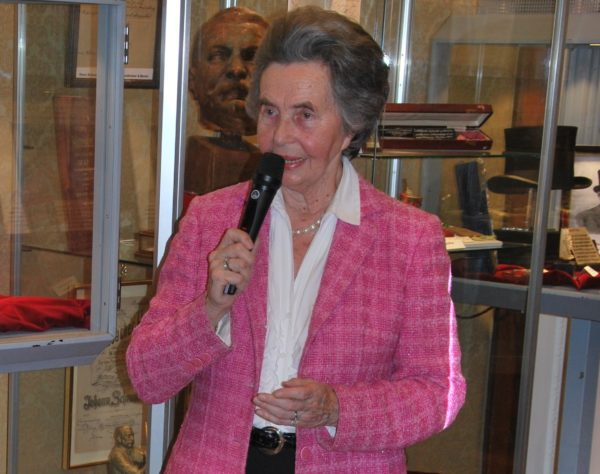 Führung durch das Bezirkmuseum Hernals durch die Museumsleiterin Trude Neuhold (Foto: Alfred Paleczny)