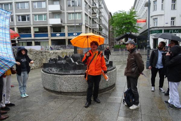 Anton Tantner und Herbert Gnauer beim Stadtmodell (Stubentor) (Foto: Alfred Waldstätten)