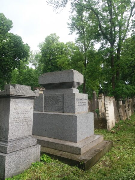 Grabstein aus dem Biedermeier